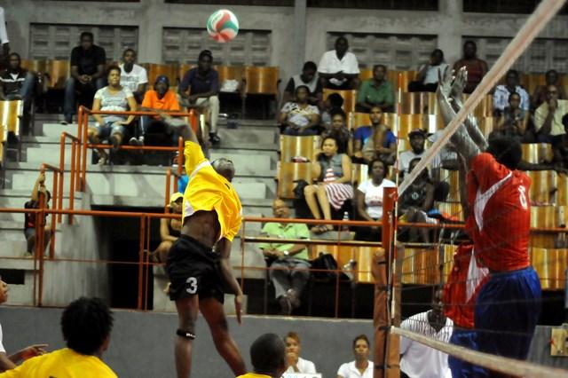 Garian Lindsay of Antigua & Barbuda spikes against Dutch Saint Marrten_ 03